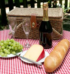 Picnic Recipes for Couples   Bring Back the Spark with these Romantic Picnic Ideas