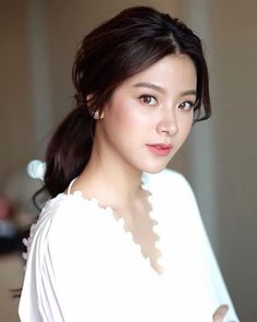 Everything You Need to Know About Essences, a K-Beauty Staple An essence isn't a toner and it is Beauty Makeup, Hair Makeup, Hair Beauty, Eye Makeup, Korean Beauty, Asian Beauty, Natural Beauty, Fresh Face Makeup, Asian Makeup