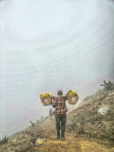 The Ijen warrior, the inspiring people to show life is always about struggling