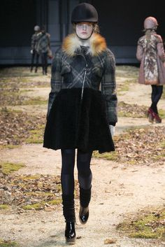 Moncler Gamme Rouge Fall 2015 Ready-to-Wear Fashion Show