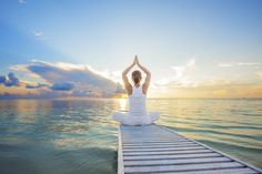 What is meditation? Meditation is a technique to relax our minds and therefore our bodies. It helps us to unleash the power of the mind and promote calmness. Know advantages and how to do meditation from our site. Easy Fathers Day Craft, First Fathers Day Gifts, Fathers Day Quotes, Yoga Routine, Best Yoga Apps, Yoga Suave, Yoga Chaud, Yoga Quotidien, Christmas Gift Sets