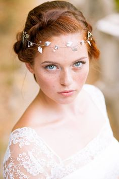 Silver leaf bridal hair vine - Wedding leaves hair vine - Bridal leaf headband - Silver headpiece - Bride silver accessories -Floral halo for brides. ★ This tenderness and elegant wedding vine is totally handmade with beautiful silver brass leaves,small silver flowers and