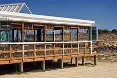 Arte Náutica, in Armação de Pêra, in the Algarve, is, no doubt, the top choice of many for best beach restaurant.