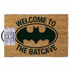 Paillasson Batman - 40 x 60 cm - Welcome to the Batcave - AC-DÉCO Nightwing, Batgirl, Housewarming Gifts For Men, Batman Merchandise, Batman Gifts, Gaspard, Retro Gifts, Carpet Flooring, At Home Store
