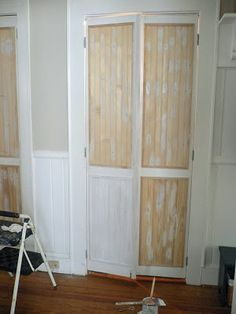 Turned louvered bi-fold doors in to something more classy with snap-together wood planks, or wood pieces in general! Closet Door Makeover, Closet Doors, Louvered Bifold Doors, Louvered Door Ideas, Funky Junk Interiors, Weekend House, Diy Door, Door Redo, Easy Home Decor