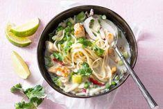 Een Thaise kippensoep die in 20 minuten op tafel staat: aan tafel! Pesto Pasta Salad, Easy Pasta Salad, Pasta Salad Recipes, Soup Recipes, Vegetarian Salad Recipes, Vegetarian Dinners, Healthy Recipes, Kids Dishes, Japanese Dishes