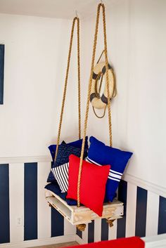pallet swing! This would make a cute side table