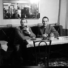 Georges Simenon et Etienne Lalou pour un entretien sur le personnage de Maigret dans café près du Quai des Orfèvres 02/02/1958