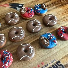 Fancy Donuts, Cute Donuts, Donuts Donuts, Christmas Donuts, Doughnut Shop, Donut Decorations, Delicious Donuts, Krispy Kreme, Donut Party