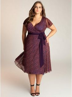 Elisha Plus Size Dress. A very cute casual dress, great for the office or going to church or for a walk on a beautiful summer day.