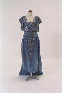 kittyinva:  fripperiesandfobs:  Lanvin evening dress ca....