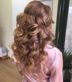 Voluminous Curly Half Updo With A Bouffant