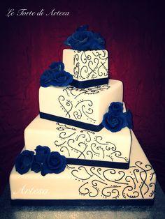 Wedding cake in blu