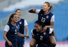 Piggyback ride! | 25 Reasons Why Alex Morgan Is The Perfect Lady