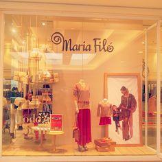 Vitrine de dia das mães da marca Maria Filó! #mariafiló #patiosavassi #belohorizonte #bh #diadasmaes #diadasmães #mothersday #ambientação #criatividadenavitrine #designdeambientes #design #fashion #loja #lojademoda #moda #modabrasileira #store #storestyle #storedesign #visualmerchandisign #vitrinismo #visualdeloja #vitrines #vitrina #vitrine