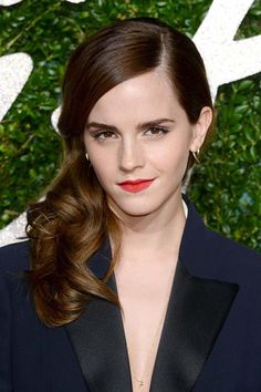 Pretty Holiday Hairstyles to Meet 2015 In Style: Side-Swept Hair - Emma Watson  #hairstyles #partyhair