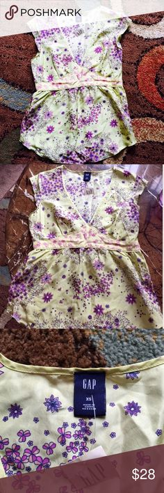 ⚡️SALE⚡️NWT GAP Sleeveless Floral Yellow Blouse NWT Women's Floral Blouse - Super Lightweight Perfect For The Spring And Summer 🚫 No Trades 🎉 I'm Always Willing To Consider Any Reasonable Offers Through The Offer Button Only Please And Don't Forget To Bundle Up And Save!!! GAP Tops