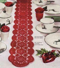 Voici des superbes centres de table en dentelle pour décorer des repas de fêtes , des meubles d'entrées ou des buffets bas , accompagnés de leurs grilles gratuites , trouvées sur la Galerie Picasa de & Christine & ! Centre de table rouge Centres de table...