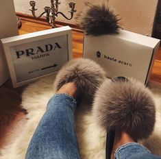 Real Fox Fur Fluffy Slippers Lady Comfy Plus Fur Summer Slides Shoes Fluffy Sandals, Fluffy Shoes, Fuzzy Slides, Indoor Slides, Slide Flip Flops, Sport Chic, Sporty Look, Fox Fur, Gorgeous Women