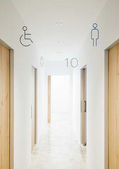 ライフクリニック蓼科 | 公益社団法人日本サインデザイン協会(SDA) Wayfinding Signage, Signage Design, Nagano, Gas Web, Wc Icon, Wc Logo, Hospital Signage, Cabinet Medical, Sign System