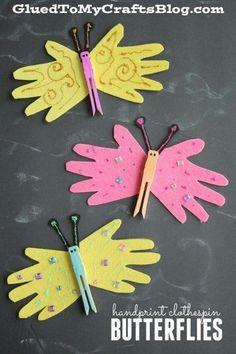 Schmetterlinge aus aufgemalten Händen und einer alten Wäscheklammer basteln Turn ordinary craft supplies into one-of-a-kind pieces with today's handprint butterfly kid's craft! Kids Crafts, Spring Crafts For Kids, Glue Crafts, Summer Crafts, Toddler Crafts, Preschool Crafts, Easter Crafts, Holiday Crafts, Art For Kids