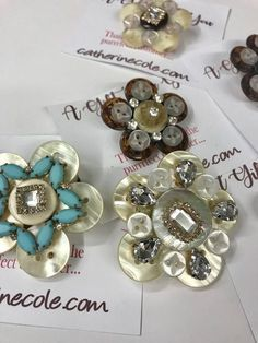 Do-It-Yourself: Button, Button, Where is the Button? Easy-to-Make Button Jewelry Pins Jewelry Knopf, Vintage Jewelry Crafts, Jewelry Art, Antique Jewelry, Handmade Jewelry, Fashion Jewelry, Jewelry Ideas, Jewelry Bracelets, Diy Buttons, How To Make Buttons