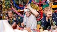 Jeux- partys de fêtes - invités qui s'amusent