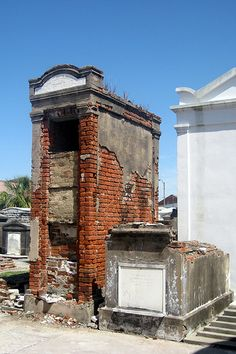 New Orleans - Iberville: St. Louis Cemetery #1