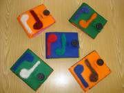 ARGE Kleinschulen in Vorarlberg: > Textiles Werken Coasters, Textiles, Logos, Elementary Schools, Breien, Logo, Cloths, Coaster Set, Fabrics