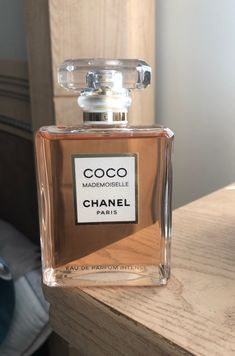 Brand New Authentic Chanel Intense FL Eau De Parfum Intense Perfume Scents, Perfume Bottles, Perfume Tray, Parfum Mademoiselle, Parfum Victoria's Secret, Bath And Body Works Perfume, Versace Perfume, Fragrance Samples, Dolce E Gabbana