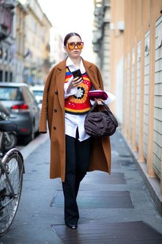 The Best Street Style Looks From Milan Fashion Week Fall 2020 - Fashionista Milan Fashion Week Street Style, Spring Street Style, Milan Fashion Weeks, Cool Street Fashion, Street Style Looks, Vogue, Style Snaps, High End Fashion, All About Fashion