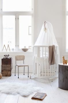 The stokke sleepi crib looks smashing in this monochromatic nursery. We love the addition of the sheep's skin rug to add contrast of texture. (Not to mention a cozy factor!)