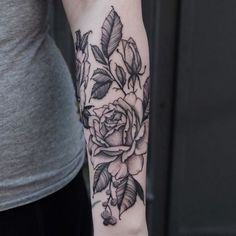 Roses on Sara. Done @salonserpenttattooparlour #blxckink #tattooamsterdam #equilattera #iblackwork…