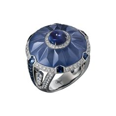 High Jewellery ring High Jewellery Cartier Royal ring, platinum, one cabochon-cut sapphire (2.24 carats) from Ceylon, carved chalcedony, sapphires, brilliant-cut diamonds.