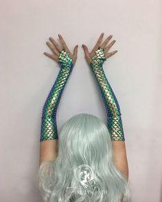 Argent Dragon Gloves - New Ideas Mermaid Outfit, Mermaid Makeup, Girls Mermaid Costume, Halloween Kostüm, Halloween Costumes, Dragon Sleeve, Mermaid Tails, Halloween Disfraces, Mermaid Birthday