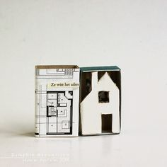 (are we there yet?)              (images and text from thrifted books - corrugated cardboard - washi tape)     Dit jaar maak ik tijdens d...