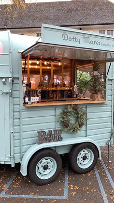 Food Trucks Dotty Mares - The Travelling Horse box Bar - London Mobile Bar Understanding Shutters Ar Food Cart Design, Food Truck Design, Catering Trailer, Food Trailer, Mobile Bar, Mobile Food Cart, Mobile Shop, Converted Horse Trailer, Foodtrucks Ideas