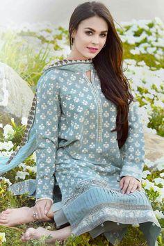 Best 12 Casual qameez – Page 679973243715391392 – SkillOfKing. Simple Pakistani Dresses, Pakistani Fashion Casual, Pakistani Dress Design, Pakistani Outfits, Indian Dresses, Indian Outfits, Indian Fashion, Pakistani Girl, Pakistani Bridal