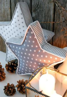 DIY star pillows from mamas kram - Sternekissen. With link to step-by-step photo and written tutorial for alphabet pillows. Same process, but with piping. - DIY and Crafts Sewing Pillows, Diy Pillows, Photo Pillows, Decorative Pillows, Throw Pillows, Christmas Sewing, Christmas Crafts, Crochet Christmas, Christmas Ideas