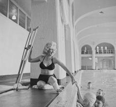 """Marilyn Monroe by John VACHON et Allan SNYDER... 1953 au Canada pour les extérieurs du film """"River of no return""""."""