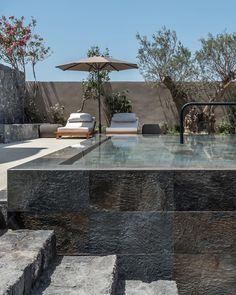 Resort Interior, Pool Water Features, Modern Pools, Modern Garden Design, Hotel Pool, Garden Pool, Pool Houses, Dream Decor, Pool Designs