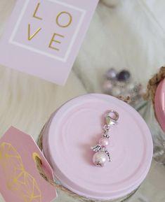 Kleine Erinnerungen und Glücksbringer zur Taufe oder zur Hochzeit ganz einfach selbst gemacht 👉🏻 Belly Button Rings, Pearl Earrings, Pearls, Princess, Diy, Jewelry, Guest Gifts, Memories, Simple