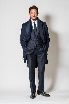 STYLE 08「商談後、気になる女性と食事がある日の最強のネイビースーツに羽織るコートとは?」いつの時代も、女性たちが好む大人の男性のスタイルは、あんまり変わらないのです。基本的に、清潔感があ…
