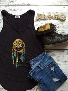 Make your own dream catcher tank top. An easy to make craft using iron on vinyl using the Cricut Explore. T Shirt Diy, Tank Top Shirt, Hello Ladies, Iron On Vinyl, Clothes Crafts, Cricut Creations, Dressed To Kill, Diy Clothing, Cute Woman