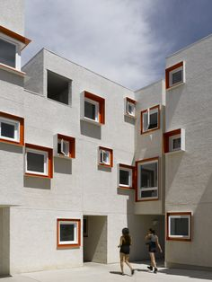 Centre Village / 5468796 Architecture