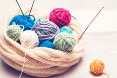 Villasukkakoulun ohjeilla sukanteko sujuu aloittelijaltakin. Knitting Socks, Knit Crochet, Crafts, Crochet Ideas, Patterns, Tips, Knitting Loom Socks, Block Prints, Patrones