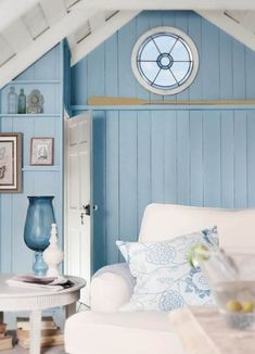 Its not as hard as you may think to create that beach feel right in your own home. Some things stand out in beach house and make it feel like it could be no other place but at the beach
