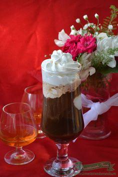Cafea cu inghetata si coniac Frappe, Coffee Love, Parfait, Tea Time, Milk, Ice Cream, Drinks, Recipes, Syrup