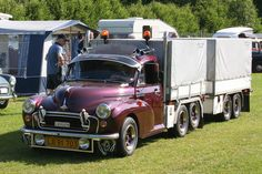 Morris Minor Delivery Truck, so cool! Small Trucks, Mini Trucks, Small Cars, Morris Minor, Camper Trailers, Campers, First Car, Commercial Vehicle, Low Lights