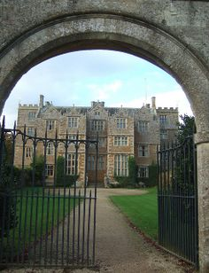 A rare gem of a Jacobean country house, Chastleton House in The Cotswolds. English Manor Houses, English Castles, English House, Manor Homes, British Architecture, Tower House, Historic Houses, Grand Homes, Country Houses